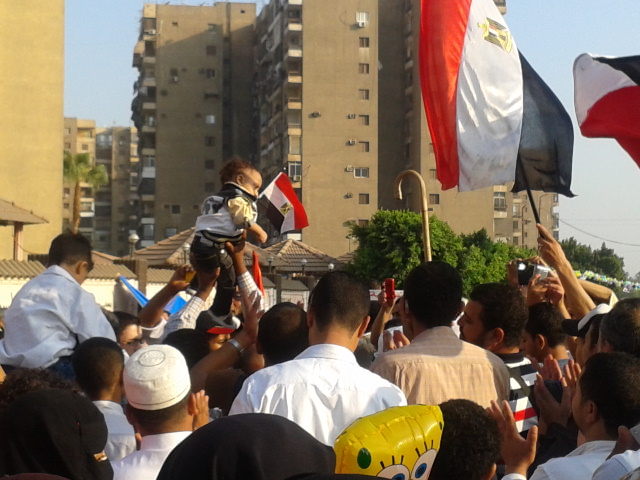 Groups tend to gather, beating drums and chanting fun songs about the situation in Egypt and Al-Sissi