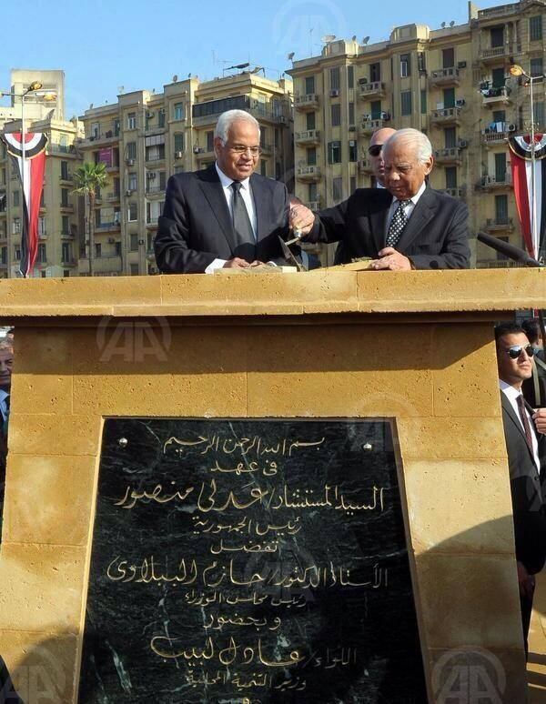 The Prime Minister inaugurates the Tahrir Square monument merely hours before its destruction