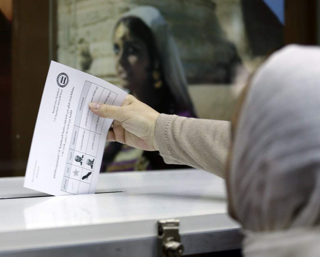 An Egyptian national in the UAE casts her ballot in the Egyptian Embassy in Dubai. Credit: AFP/Karim Sahib