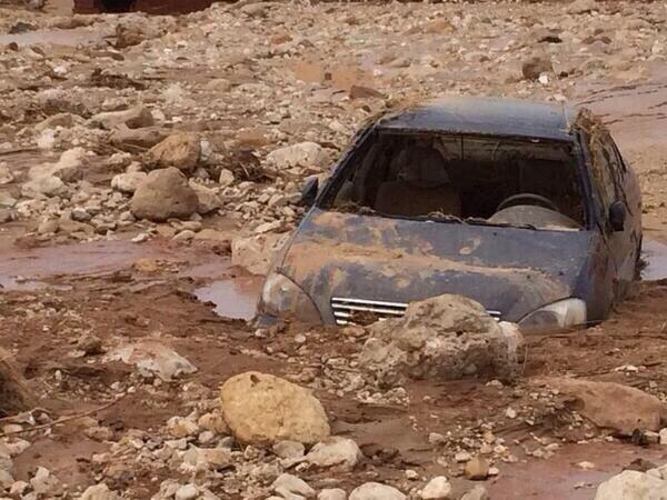 Car crash following a landslide at Ain Sokhna