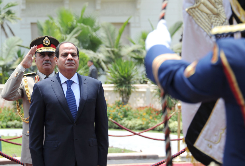 Sisi inspecting the Honor Guard. Photo: AFP and Ahmed Al-Malky