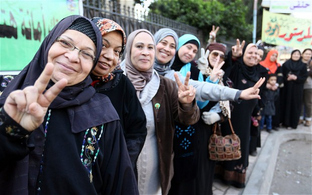 Egyptian women line up to vote.  Photo: EPA.