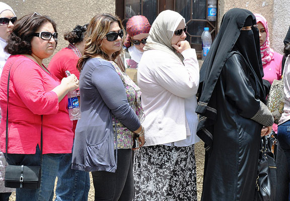Egyptian women line up to vote. UN Women/Fatma El Zahraa Yassin/Flickr