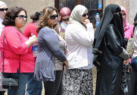 Egyptian women line up to vote. UN Women/Fatma El Zahraa Yassin/Flickr