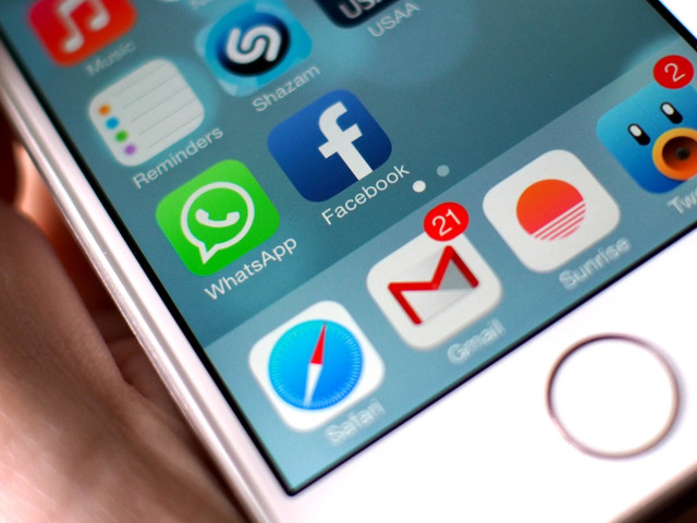 Dar al-Ifta prohibits men and women from online chatting.