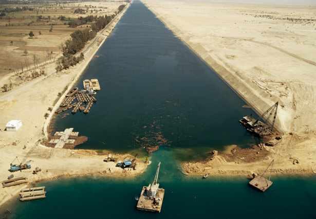 suez-canal-egypt-615