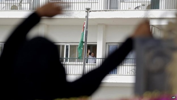 Hosni Mubarak waving to supporters from Maadi Hospital where he had been staying due to health issues.