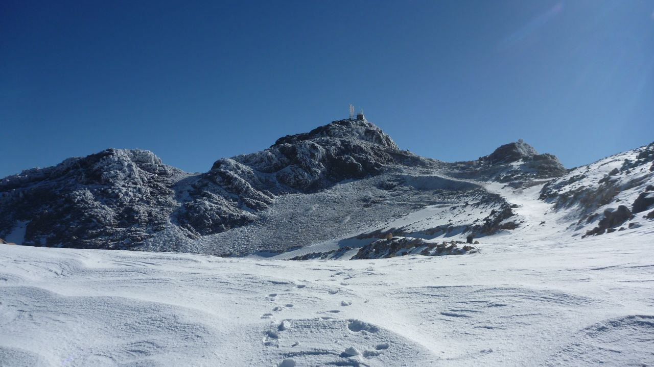 The Sinai received one of its heaviest snowfalls in decades last December. this is Jebel Katherina - the highest peak in Egypt - the day after the snow