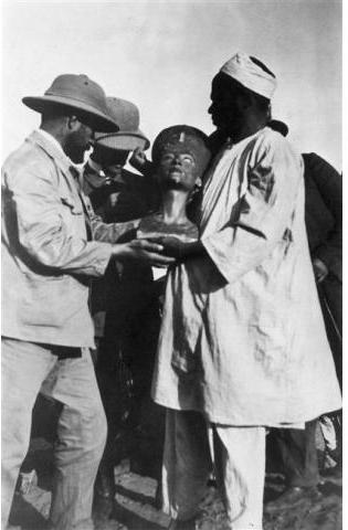 Pharonic Nefertiti Bust Uncovery 1914 Desert