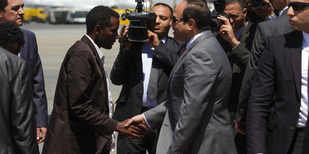 Sisi welcomes fleeing Ethiopians in Cairo (Credit: Youm7).