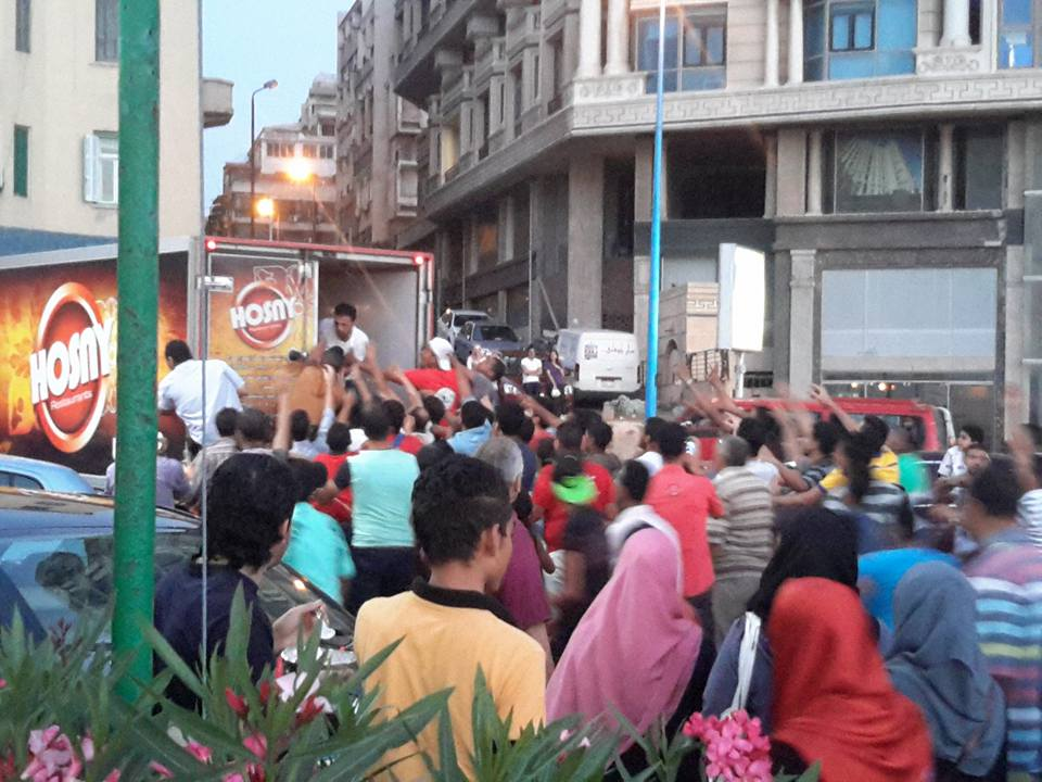 Many attendees were barely served food as it was snatched from the vans before they were served. Credit: Ahmed Shawat