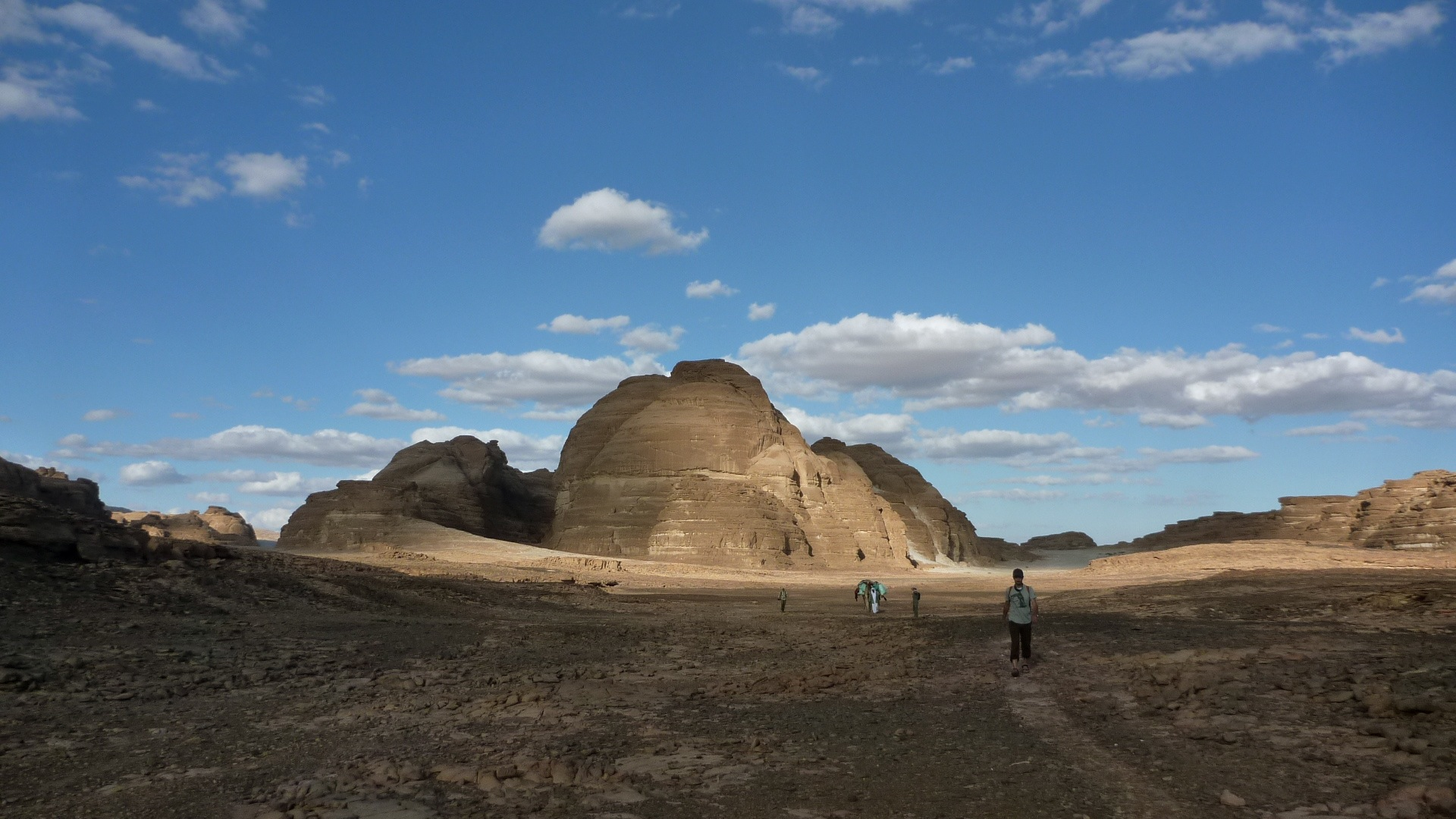 Trekking the deserts of South Sinai near the sandstone peaks of Jebel Mutamir