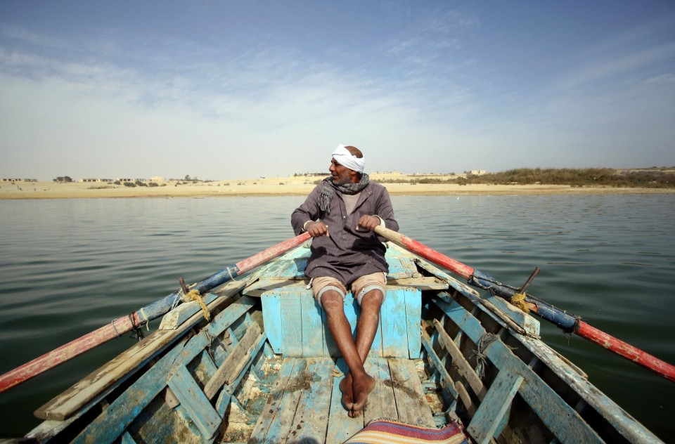 Fisherman in the man-made lake of Wadi al-Rayan protectorate in Fayyoum, Egypt. Credit: Enas El Masry