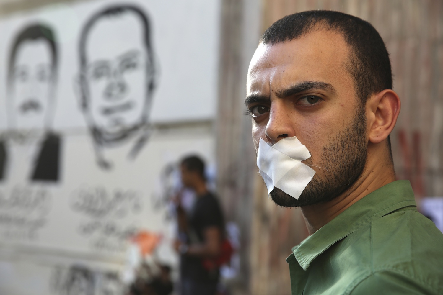 A protester rallies in support of Al Jazeera journalists Abdullah al-Shami and Mohammed Sultan, who were detained by Egyptian authorities, in front of the Press Syndicate in Cairo. June 1, 2014. (Photo: Reuters/Mohamed Abd El Ghany)