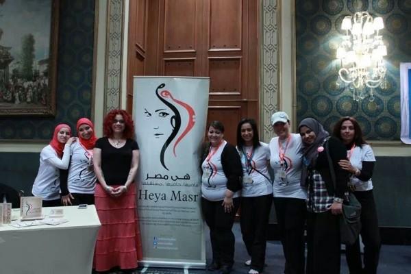 Heya Masr graduates with Egyptian feminist Mona el-Tahawy