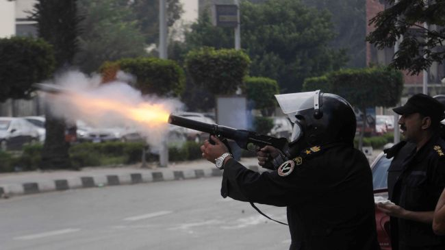 Egyptian security forces raided a house in 6 October suburb, claiming it harboured armed men