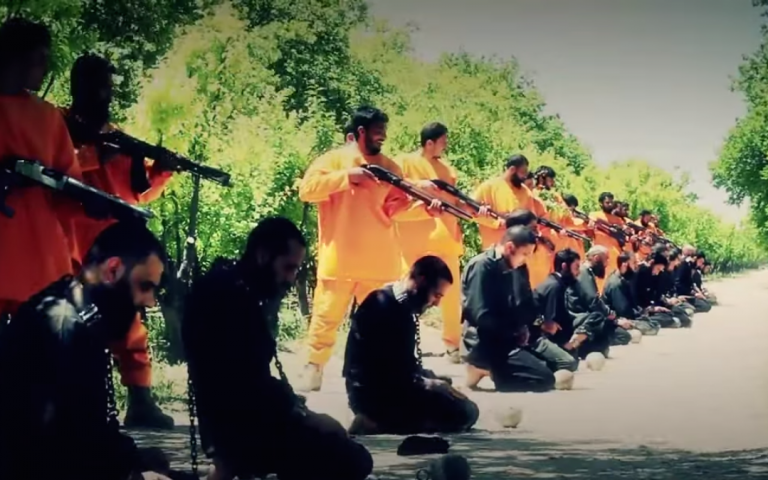 Syrian rebels of Jaysh a-Islam executing IS militants