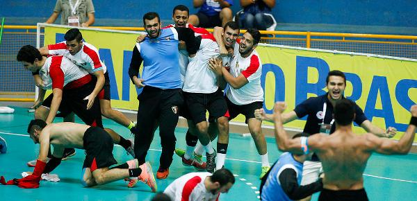 Players celebrate after defeating Sweden at the quarterfinals. Credit: IHF