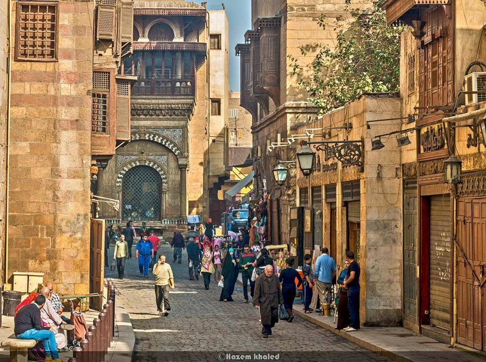 Daily life on al-Moez Li Dīn Allah al-Fatimī street. Credit: Hazem Khaled