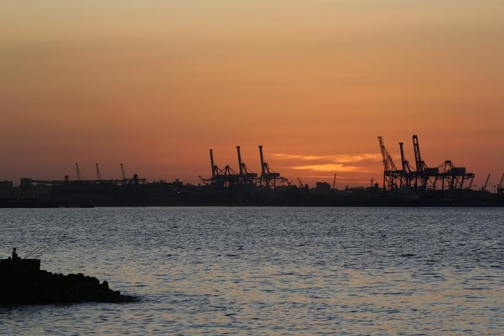 The sun sets over the port of El Dekheila near the fishermen's village of El Max in the Mediterranean city of Alexandria October 29, 2014. REUTERS/Amr Abdallah Dalsh