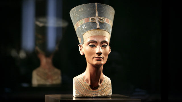 The bust of Nefertiti, at Egyptian Museum and Papyrus Collection in the Neues Museum Berlin. Credit: Ulrich Baumgarten/ Getty Images