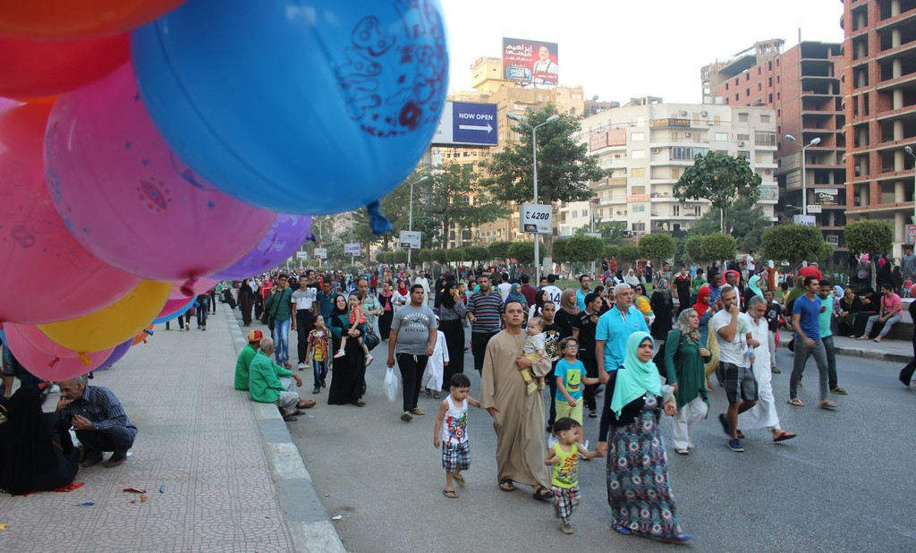 Egyptians heading to early morning Eid prayers at the Mostafa Mahmoud mosque, September 24, 2015. PHOTO: Ahmed Hamed, Aswat Masriya.