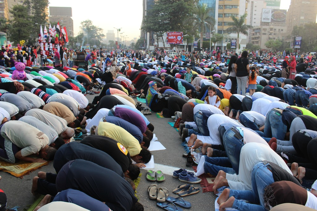 Early morning Eid prayers at the Mostafa Mahmoud mosque. PHOTO: Ahmed Hamed, Aswat Masriya.