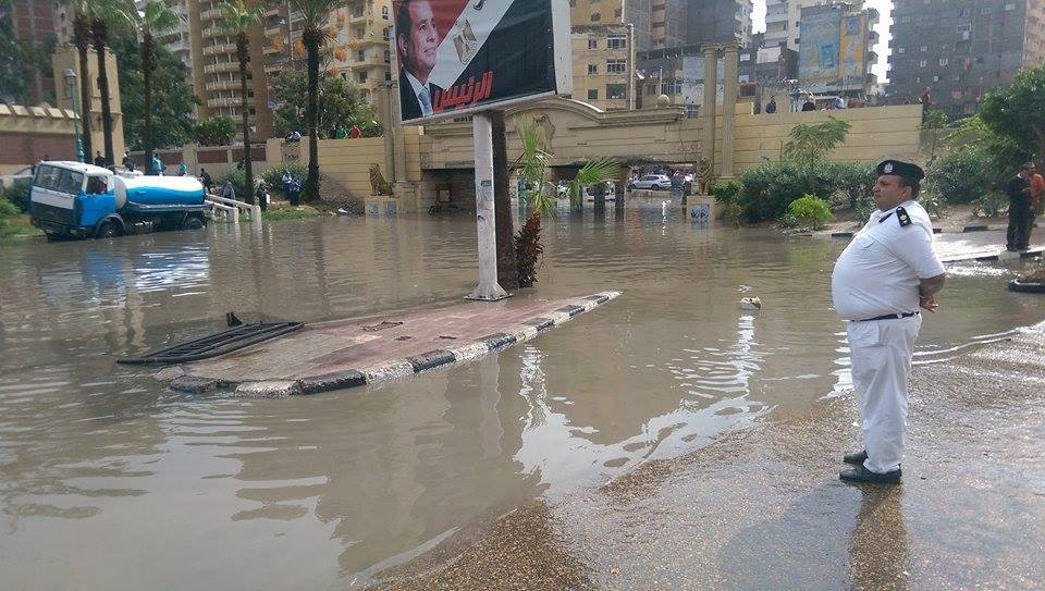 Police officer oversees the empty, flooded streets of Alexandria. Credit: Marwa H. Muhammed