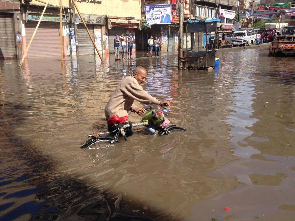 Commuting across the flooded streets of Alexandria was almost impossible. Credit: Eslam Hassan