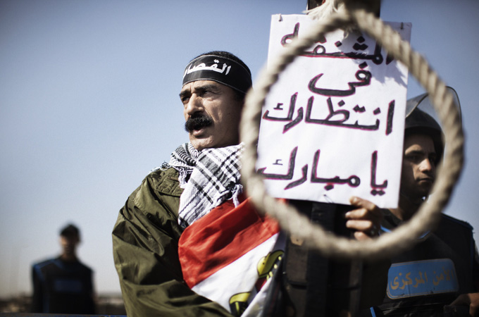 Protests outside Mubarak's courtroom in 2012 demanding his execution [AFP]