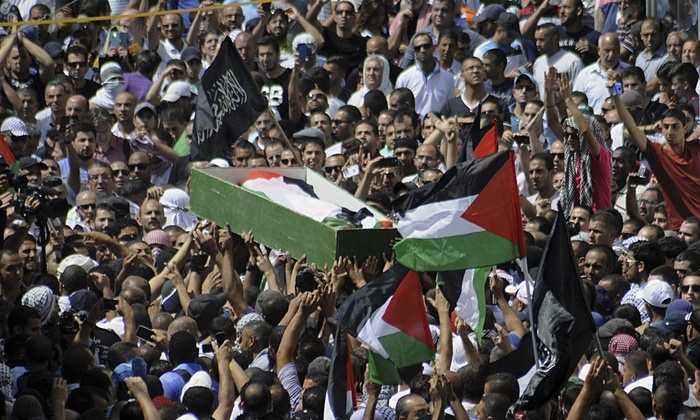 Palestinians carry the body of murdered teenager Mohammed Abu Khdeir through Jerusalem, July 4, 2014. Photo: Mahmoud Illean/AP
