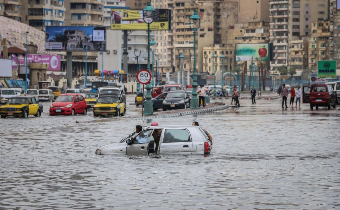 Alexandria's flooded Corniche on 25 October 2015. Credit: Asmaa Abdelatif/Youm7.