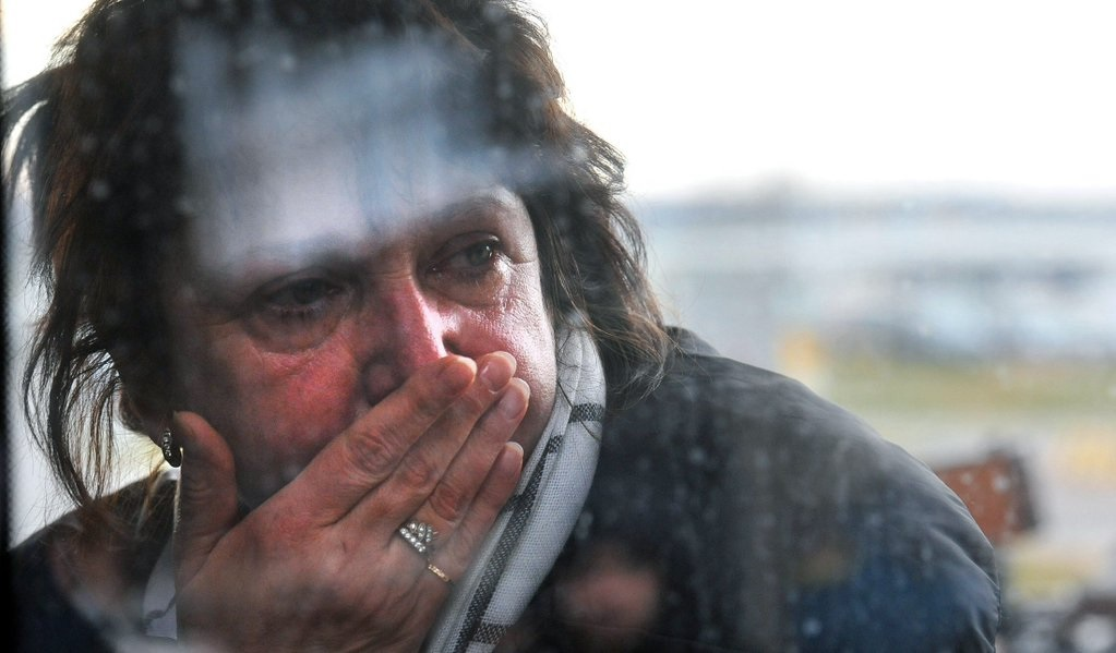 A relative reacts at Pulkovo international airport outside Saint Petersburg after a Russian plane with 224 people on board crashed in a mountainous part of Egypt's Sinai Peninsula on October 31, 2015 (AFP)