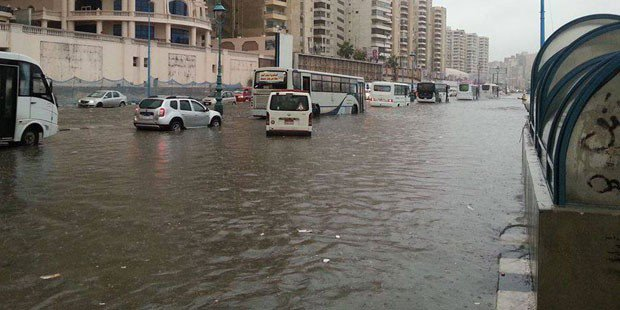 Heavy rainfall flooded the streets of Beheira. Photo: The Cairo Post