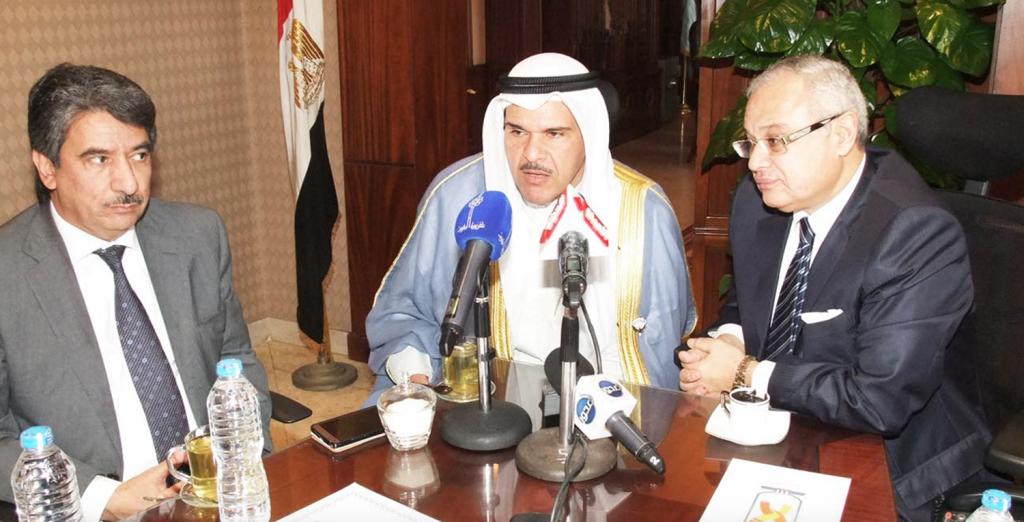 Kuwait's Minister of Information Sheikh Salman Al-Sabah (M) with Egyptian Minister of Tourism Hisham Zaazou (R). Photo: Kuwait News Agency (KUNA)