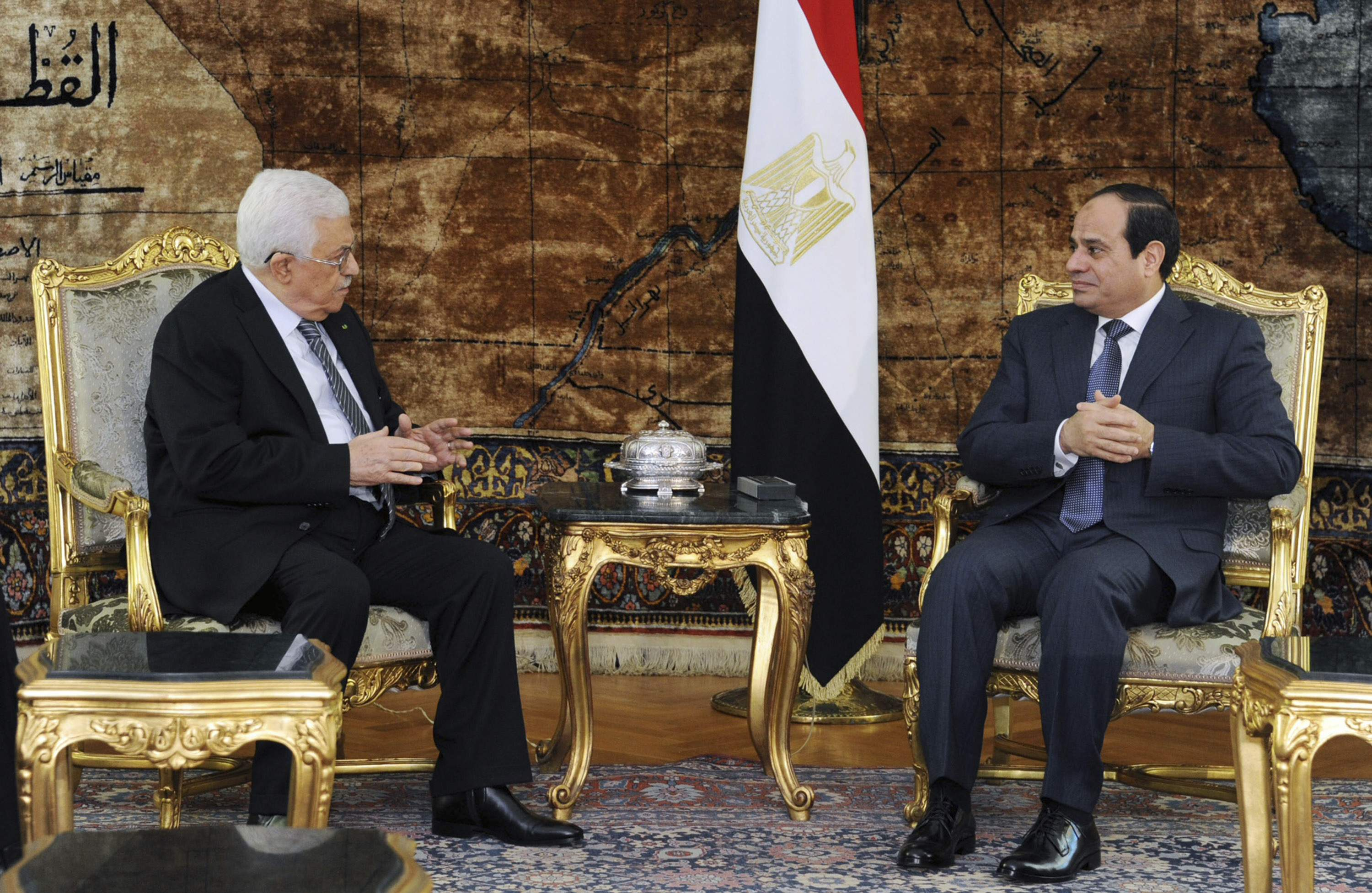 Egyptian President Abdel Fattah al-Sisi (R) meets with Palestinian President Mahmoud Abbas in Cairo, in this January 14, 2015 handout provided by the Egyptian Presidency. REUTERS/The Egyptian Presidency/Handout via Reuters (EGYPT - Tags: POLITICS) ATTENTION EDITORS - NO SALES. NO ARCHIVES. FOR EDITORIAL USE ONLY. NOT FOR SALE FOR MARKETING OR ADVERTISING CAMPAIGNS. THIS IMAGE HAS BEEN SUPPLIED BY A THIRD PARTY. IT IS DISTRIBUTED, EXACTLY AS RECEIVED BY REUTERS, AS A SERVICE TO CLIENTS. REUTERS IS UNABLE TO INDEPENDENTLY VERIFY THE AUTHENTICITY, CONTENT, LOCATION OR DATE OF THIS IMAGE