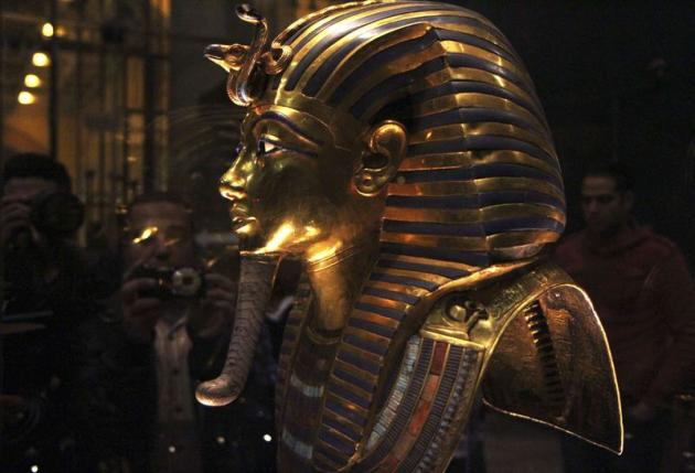 The golden mask of Pharaoh Tutankhamen is seen on display at the Egyptian Museum in Cairo, January 24, 2015.     REUTERS/Al Youm Al Saabi Newspaper