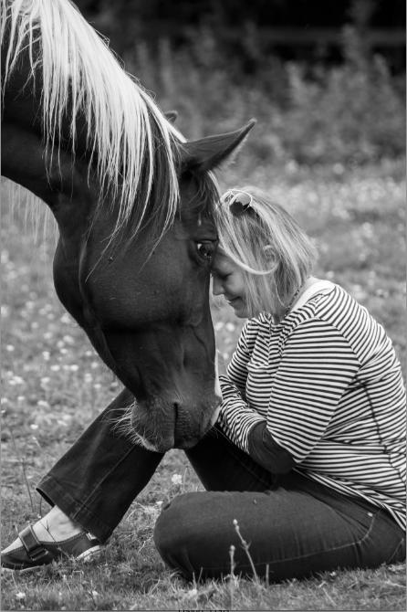 565e238f4cc1dc6710e70d90_Kelly Eide BIO Image (with horse)