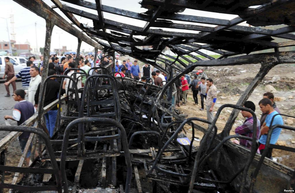 Relatives of students and members of the public look at the wreckage of a school bus after it crashed in Damanhur November 5, 2014. Credit: Reuters