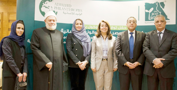 Ms. Abir Kaki, Secretary General of Alwaleed Philanthropies, with Dr. Ali Jomaa, the former mufti of Egypt, at the signing of the partnership of granting 10,000 housing units to Egyptian citizens.