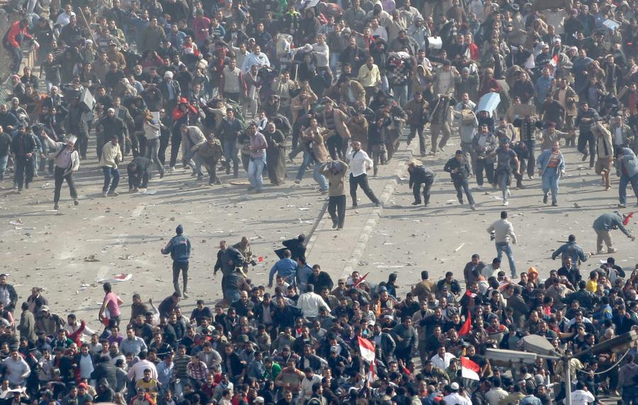 Pro-government and supporters of Egyptian President Hosni Mubarak (top) and anti-government demonstrators (bottom) clash in Tahrir Square in Cairo February 2, 2011. Photo: Amr Abdallah Dalsh, Reuters