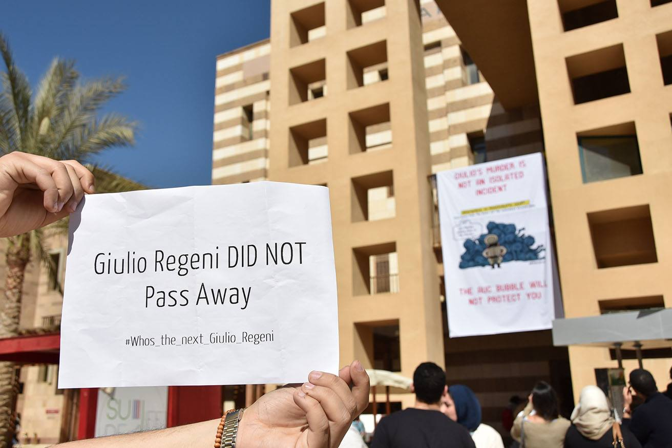 Students and professors stand in solidarity with late Italian student Giulio Regeni at the AUC campus on Feb. 17, 2016. Aswat Masriya/Jihad Abaza