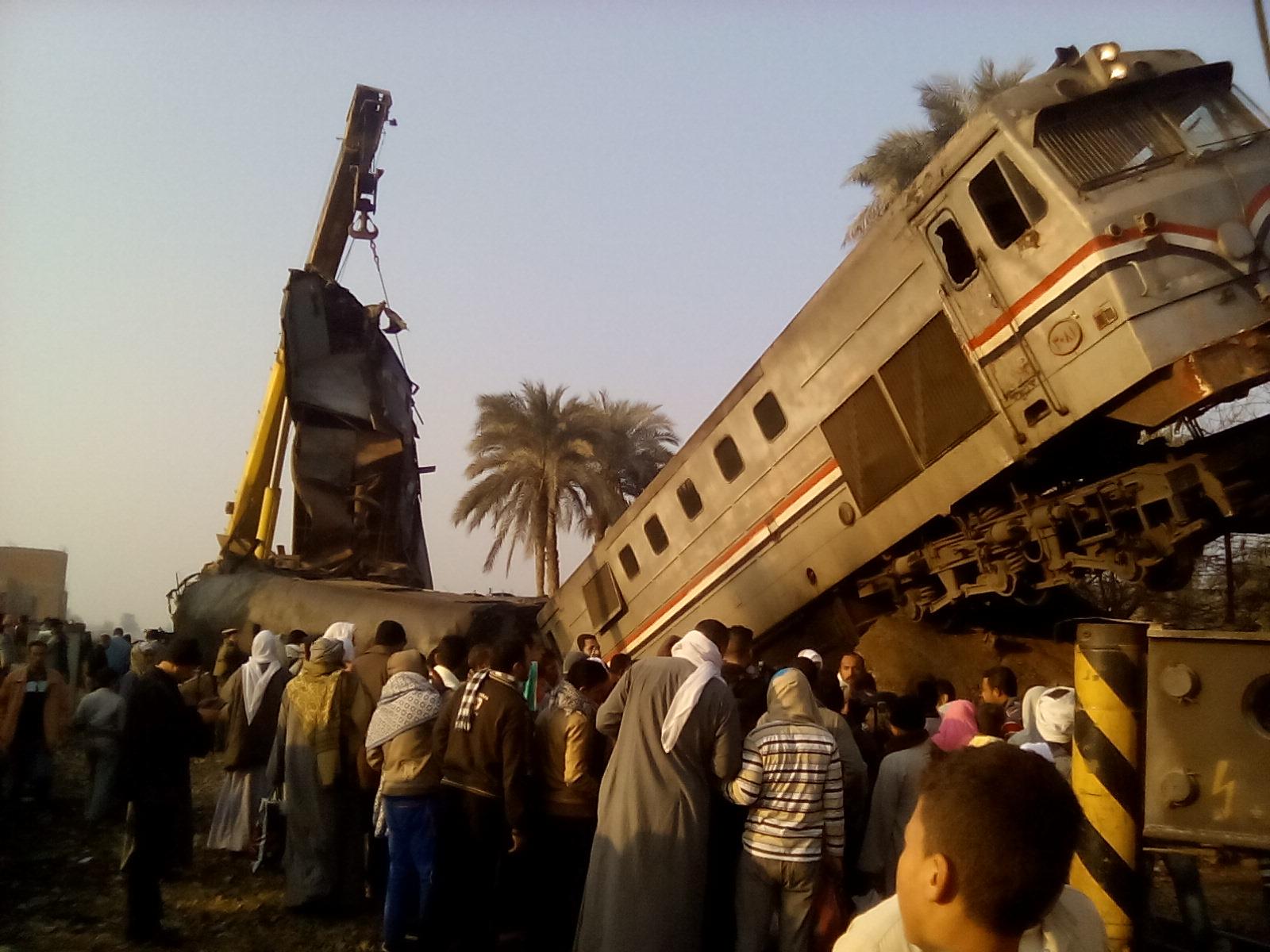 The site of a train crash in Egypt's Beni Suef province, February 11, 2016 (Photo: Aswat Masriya)