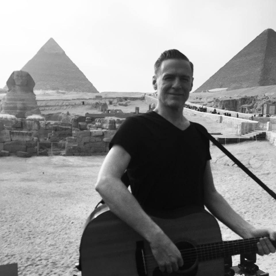 Bryan Adams played his guitar at the Pyramids (Photo: Facebook)
