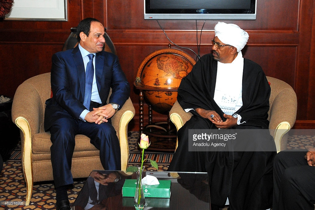 Egyptian President Abdel Fattah Al-Sisi (L) meets with Sudan's President Omar Al-Bashir in Addis Ababa, Ethiopia on January 30, 2015. Photo: Anadolu Agency