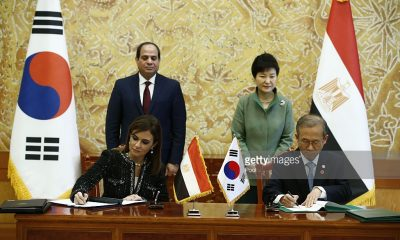 Egypt's international cooperation minister Sahar Nasr (front L) and South Korean first vice foreign minister Lim Sung-Nam (front R) sign an agreement as Egypt's President Abdel Fattah al-Sisi (back L) and South Korean President Park Geun-Hye (back R) look at at the presidential house in Seoul on March 3, 2016. Egypt's President Abdel Fattah al-Sisi is in South Korea on a three-day official visit. Photo: Pool/Getty Images