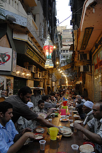 A public iftar table in Cairo's Zamalek neighborhood. Photo: Claudia Wiens