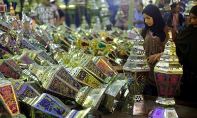 "A woman with her daughter look at a stall selling festival lights and Ramadan lanterns, or ""fanous Ramadan"", at Sayida Zienab district market during the first day of Ramadan in old Cairo, Egypt June 6, 2016. Photo: Amr Abdallah Dalsh/Reuters"