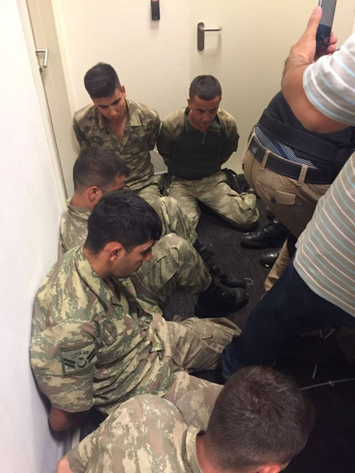 Soldiers detained by police (credit: Anadolu)