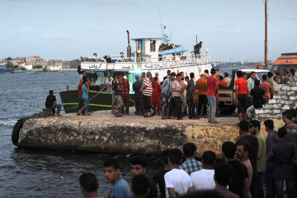 Egyptians gather at Rosetta during a search operation after a boat carrying migrants capsized in the Mediterranean (AFP Photo)